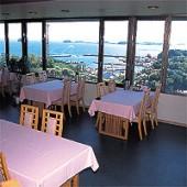 師崎荘 倫理法人会でもお世話になっている師崎荘さんです。 知多半島の先端の高台というロケーションもバッチリですが、美味しい料理に定評があり、お客様のリピート率は8割を超えるのだそうです。 女将の「この土地に来たら、此処の海、此処の土を食べて欲しい」という気持ちがお皿の一つ一つから伝わってきます。